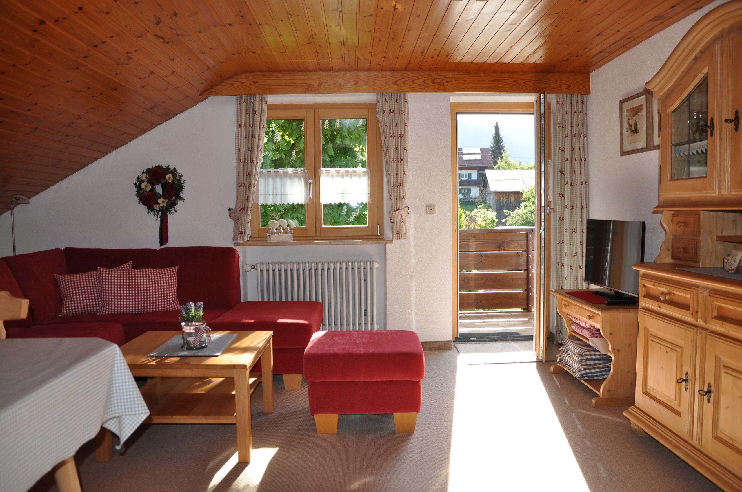 Ferienhaus Sauter Oberdorf Obermaiselstein - Wohlfühl Wohnzimmer mit tollem Ausblick in der Ferienwohnung Sonnenkopf