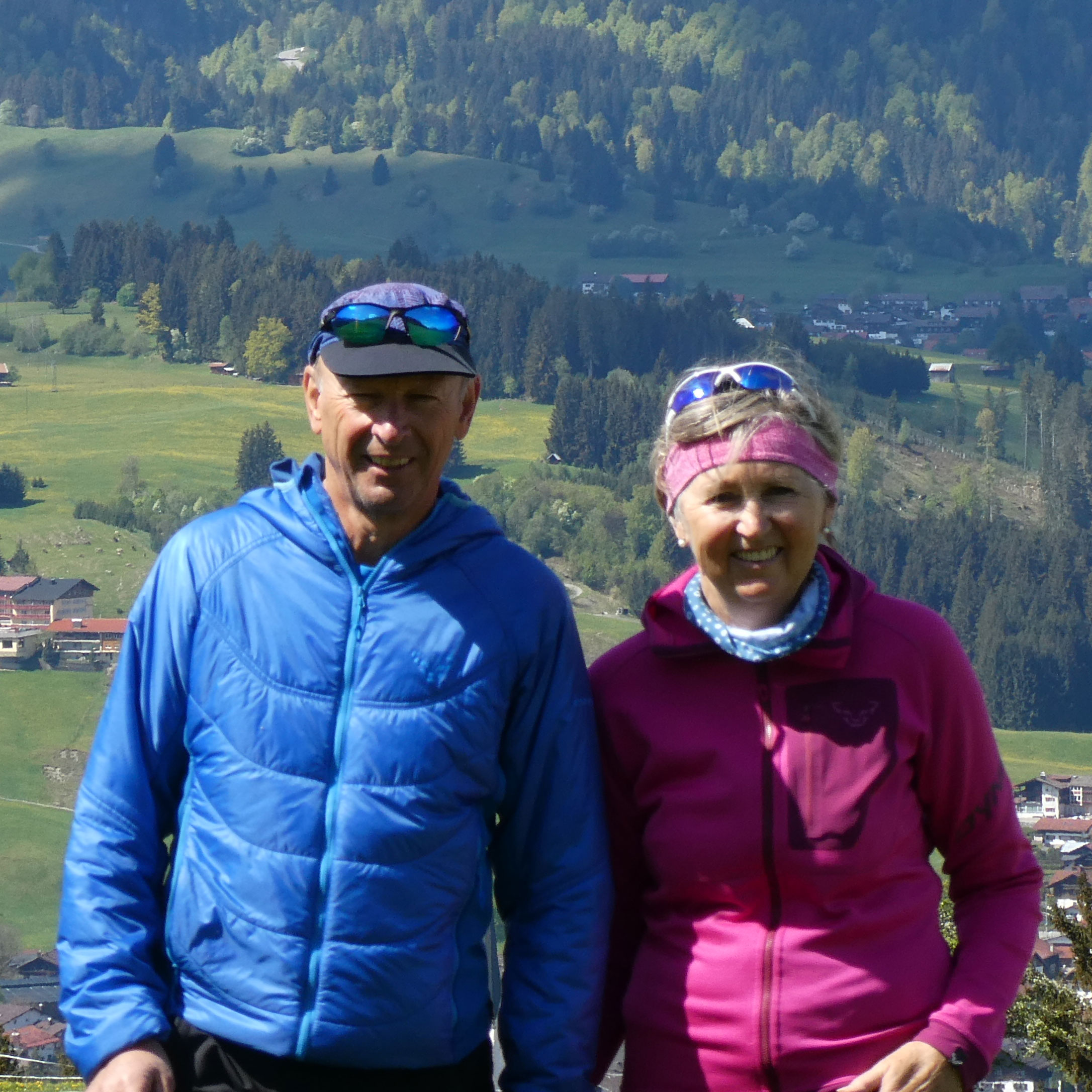 Ferienhaus Sauter Oberdorf Obermaiselstein - Die Gastgeber Gabi und Dieter Sauter bei einer Wanderung in den Bergen